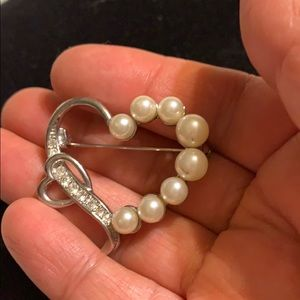 Vintage Silver color and pearl pin